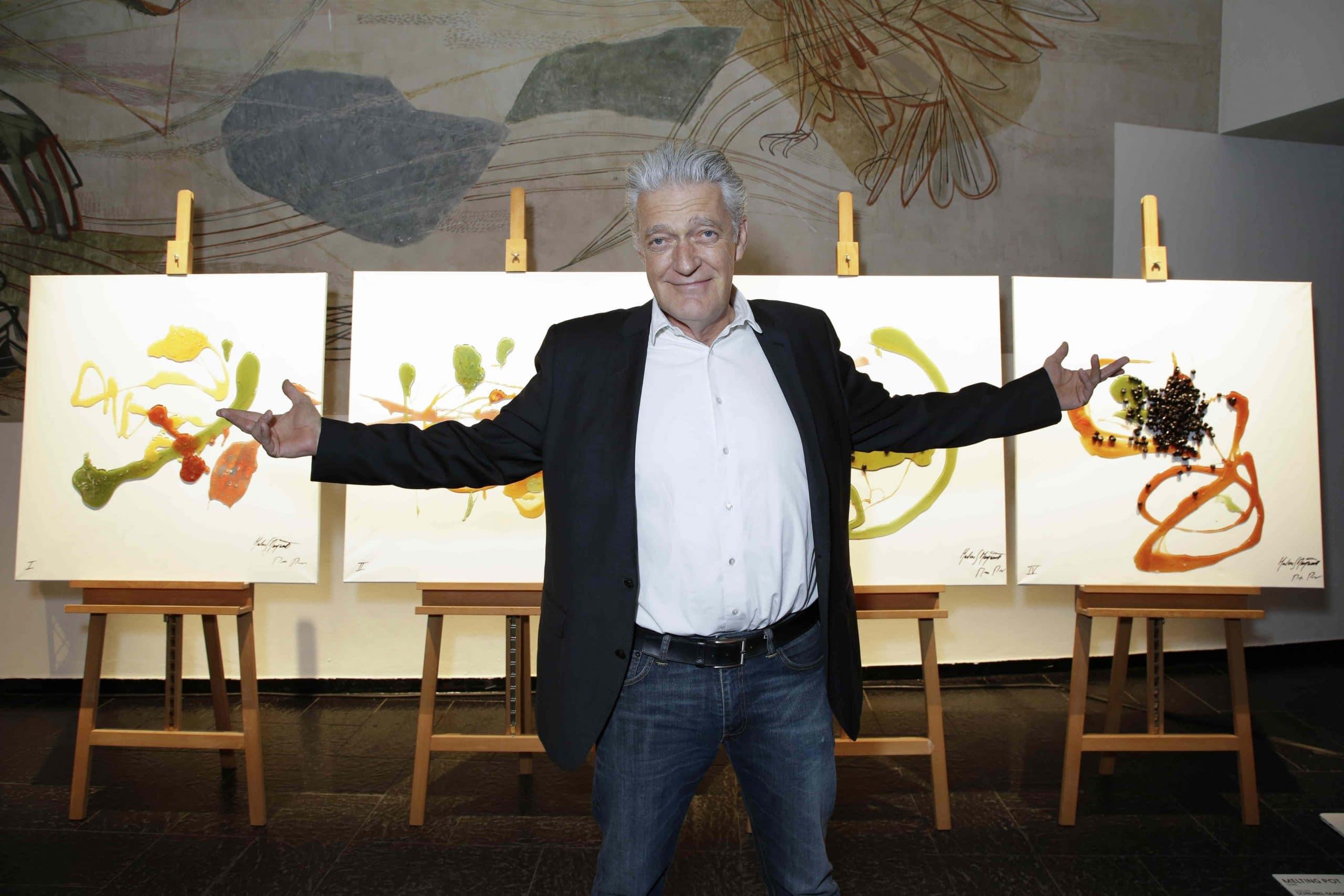 Max Moor vor seinem Kunstwerk MIX UP ART Vernissage von Sky Arts ( Künstler und Promis stellen ihre gemeinsamen Kunstwerke aus.Online Auktion ab sofort unter www.sky.de/mixupart für einen guten Zweck.) in der alten Kongresshalle in München am 22.02.2018. Agency People Image (c) Viviane Simon